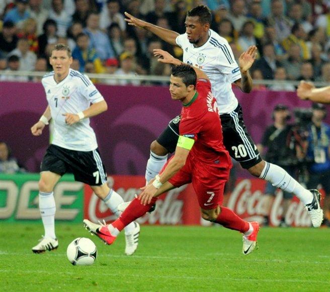 Alaba et Boateng, deux défenseurs dans le viseur du PSG